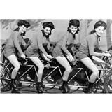 Vliesové fototapety ženy na bicykly rozmer 375 cm x 250 cm