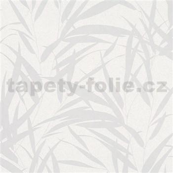 Vliesové tapety na stenu Ella bambusové listy strieborné na bielej textilnej štruktúre