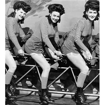 Vliesové fototapety ženy na bicykly rozmer 225 cm x 250 cm