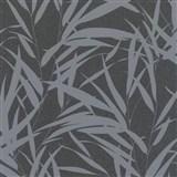 Vliesové tapety na stenu Ella bambusové listy strieborné na čiernej textilnej štruktúre